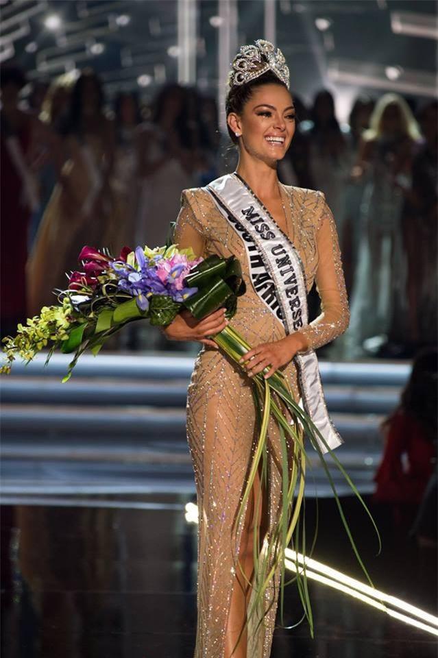 Bạn có nhận ra đây là Tân Hoa hậu Hoàn vũ không? Hình ảnh ở đêm chung kết chính là do cô ấy bị lớp makeup hại đấy! - Ảnh 1.