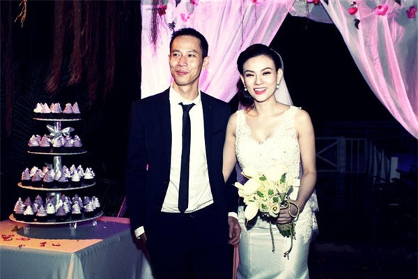 Thu Thuỷ không giấu nổi hạnh phúc trong ngày cưới của mình. - Tin sao Viet - Tin tuc sao Viet - Scandal sao Viet - Tin tuc cua Sao - Tin cua Sao