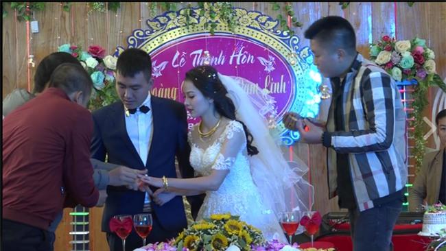 Cặp đôi được tặng nhiều vàng trong ngày cưới đến nỗi đủ mở cả tiệm trang sức - Ảnh 3.