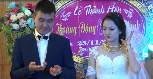 Cặp đôi được tặng nhiều vàng trong ngày cưới đến nỗi đủ mở cả tiệm trang sức - Ảnh 9.