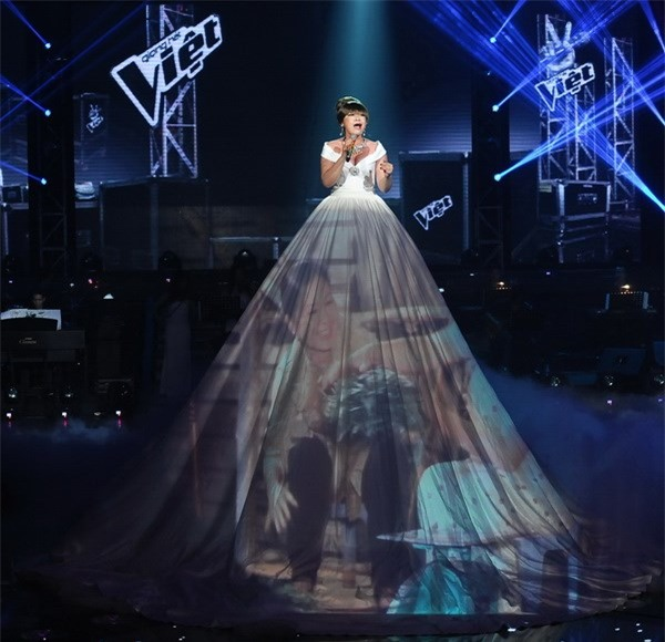 Những bộ váy phát sáng từng ghi dấu trong lịch sử thời trang-10