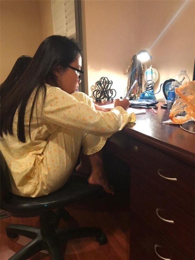 Bức ảnh Phương Mỹ Chi ngồi học bài trong toilet khách sạn tại Mỹ gây xôn xao-3
