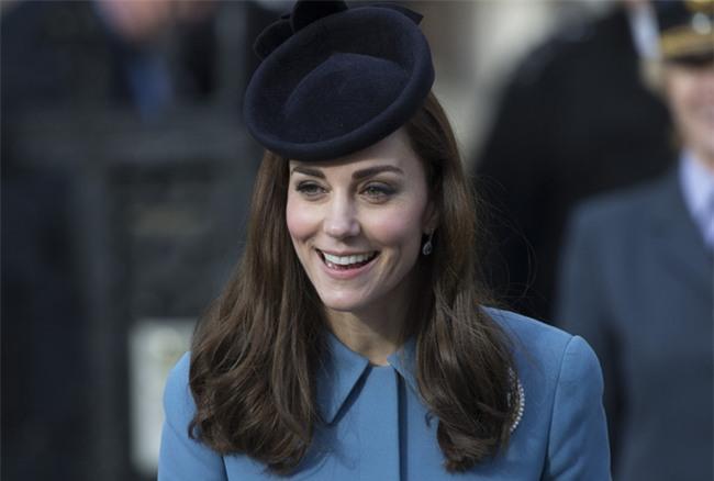 Đọ nhan sắc, thân thế của hai nàng dâu thường dân nổi tiếng của Hoàng gia Anh - Ảnh 3.