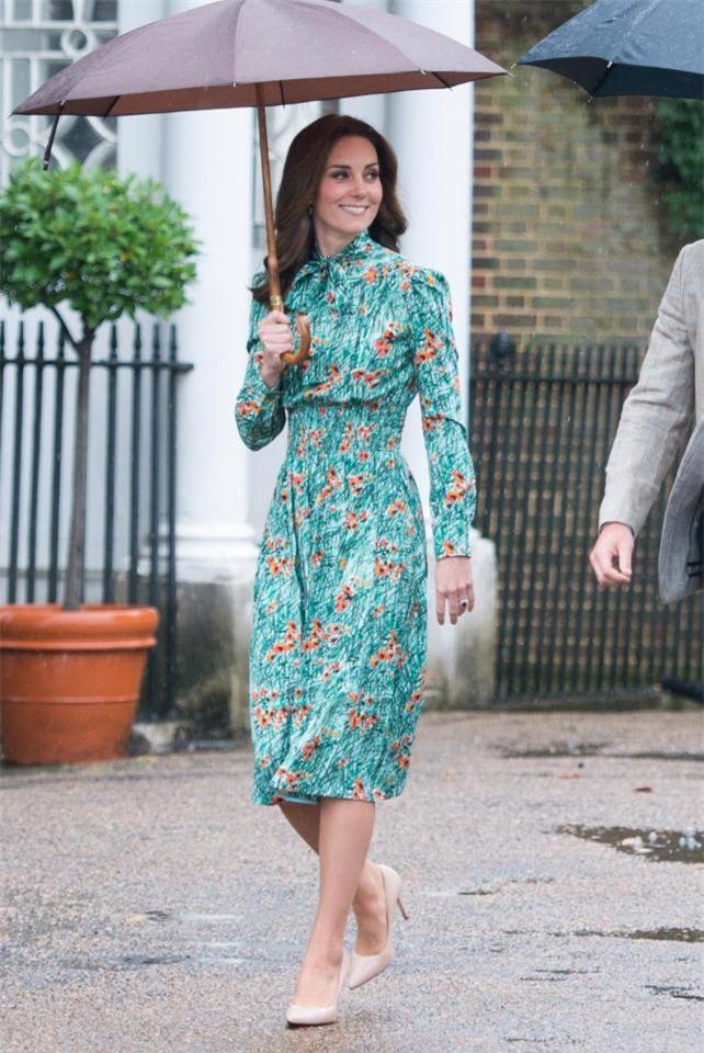 Đọ nhan sắc, thân thế của hai nàng dâu thường dân nổi tiếng của Hoàng gia Anh - Ảnh 8.