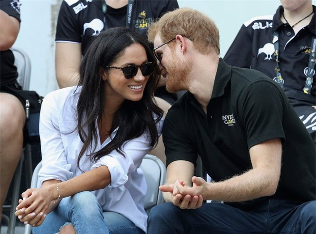 """Điểm lại những khoảnh khắc """"lịch sử"""" của mối tình cổ tích giữa hoàng tử Harry và hôn thê Meghan Markle - Ảnh 10."""