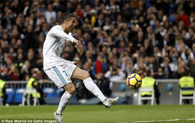 Cuối cùng, tượng điêu khắc Ronaldo cũng đẹp trai hơn - Ảnh 3.