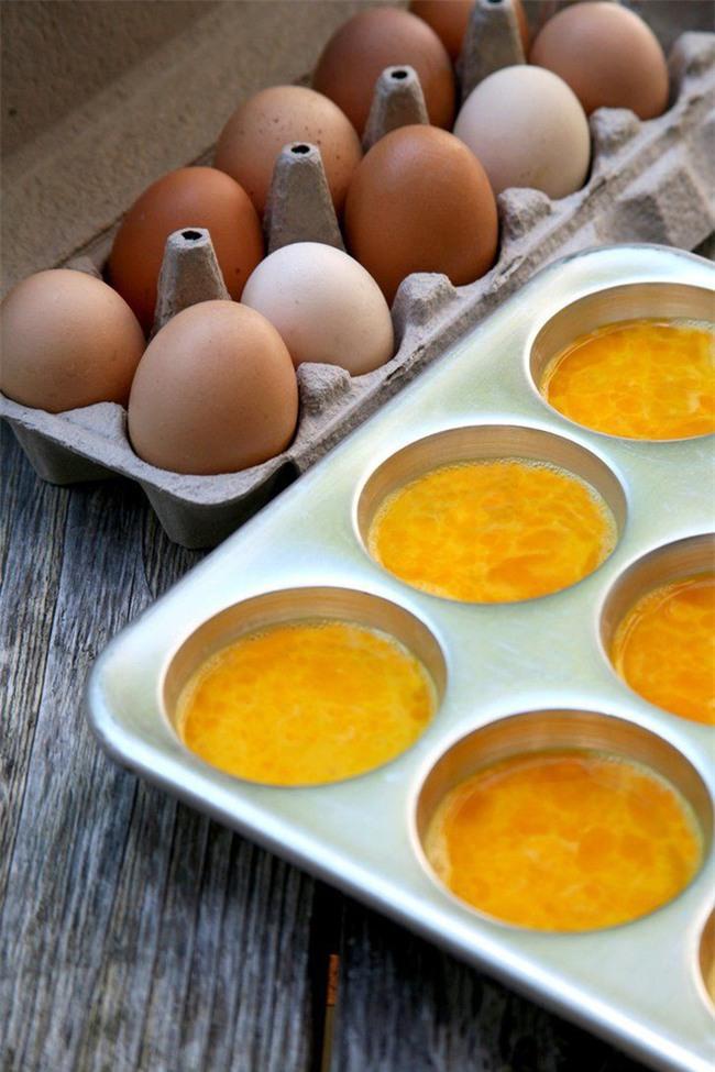 Lỡ đập trứng ra nhưng lại không nấu hết thì cứ yên tâm bảo quản thế này là xong - Ảnh 2.