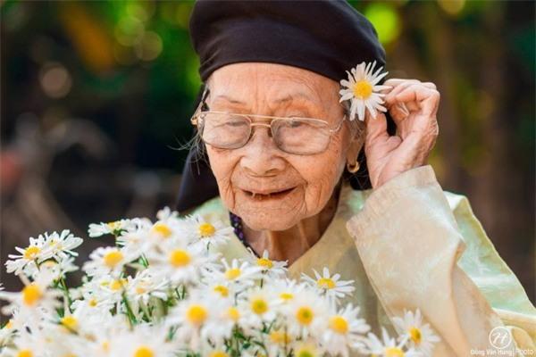 Bộ ảnh cúc họa mi 'phiên bản' bà ngoại khiến người ta phải mỉm cười ngay lập tức! - Ảnh 1.