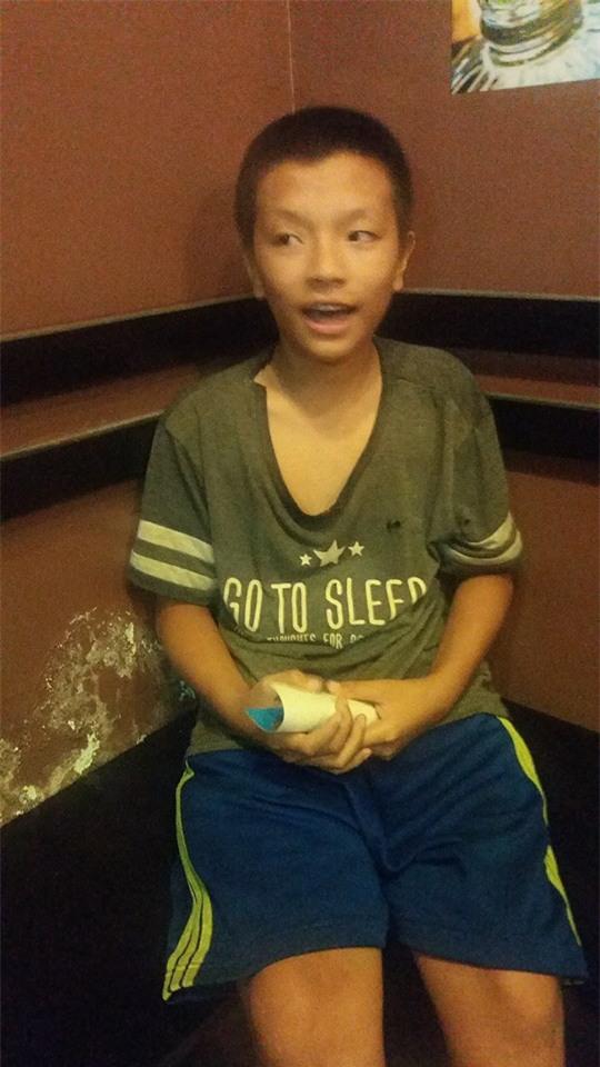 Bé trai 10 tuổi đoàn tụ gia đình sau 1 tháng đi lang thang ở Sài Gòn - Ảnh 1.