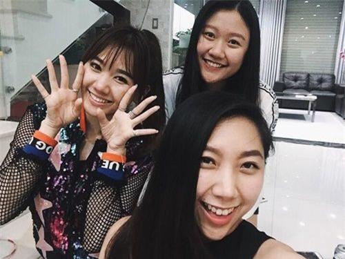 Ở nhà Hari Won cũng rất thân thiết với hai cô em gái của ông xã Trấn Thành. - Tin sao Viet - Tin tuc sao Viet - Scandal sao Viet - Tin tuc cua Sao - Tin cua Sao