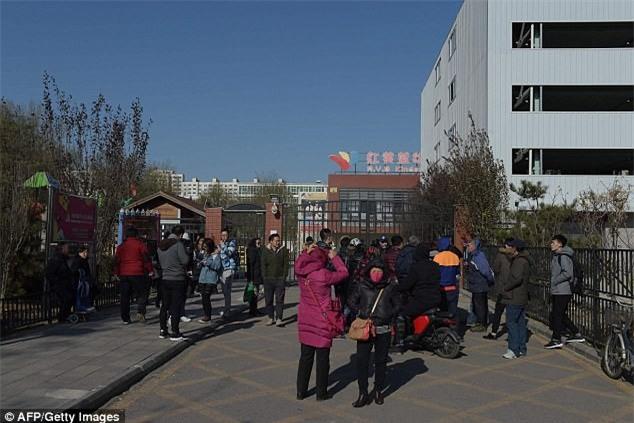 Trung Quốc: Rúng động vụ trẻ em mầm non bị ép uống thuốc lạ, ngược đãi và lạm dụng tình dục-2