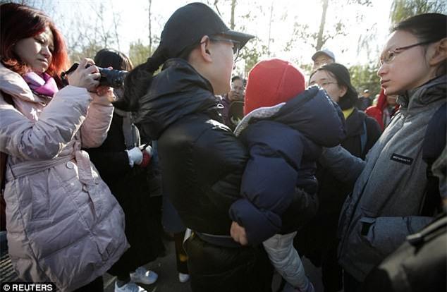 Trung Quốc: Rúng động vụ trẻ em mầm non bị ép uống thuốc lạ, ngược đãi và lạm dụng tình dục-4
