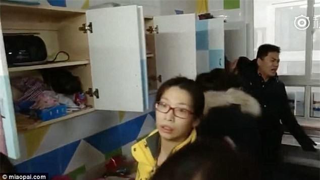 Trung Quốc: Rúng động vụ trẻ em mầm non bị ép uống thuốc lạ, ngược đãi và lạm dụng tình dục-7