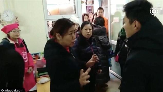 Trung Quốc: Rúng động vụ trẻ em mầm non bị ép uống thuốc lạ, ngược đãi và lạm dụng tình dục-9