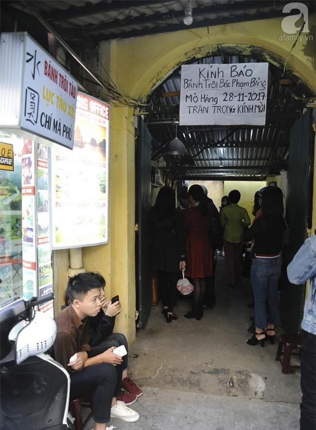 Bánh trôi tàu nhà bác Phạm Bằng mở lại: Đúng vị xưa và đã giảm ngọt hơn trước - Ảnh 2.