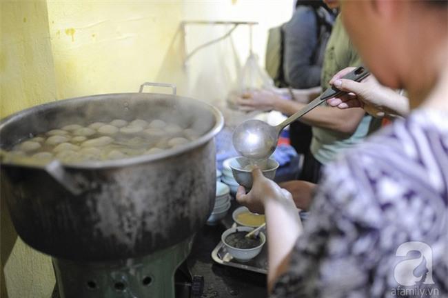 Bánh trôi tàu nhà bác Phạm Bằng mở lại: Đúng vị xưa và đã giảm ngọt hơn trước - Ảnh 8.