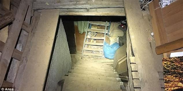 Người phụ nữ bị bắt cóc và hãm hiếp suốt 10 năm, không được tắm trong 1 năm, cuối cùng cũng được giải thoát - Ảnh 2.