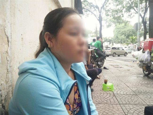 Mẹ của bé trai 5 tuổi bị bảo mẫu bạo hành ở Mầm Xanh: Cháu bị ám ảnh, liên tục khóc thét về đêm - Ảnh 1.