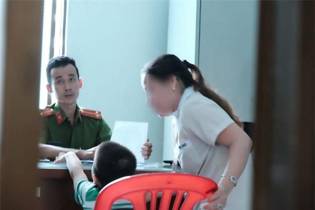 Mẹ của bé trai 5 tuổi bị bảo mẫu bạo hành ở Mầm Xanh: Cháu bị ám ảnh, liên tục khóc thét về đêm - Ảnh 7.
