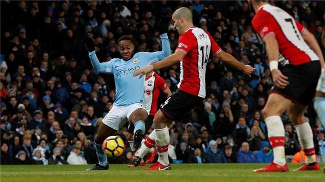 Sterling ghi ban phut 90+6, Man City lap ky luc Premier League hinh anh 11