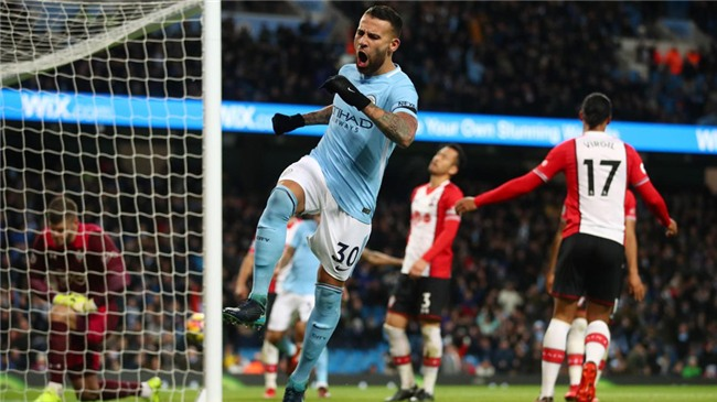 Sterling ghi ban phut 90+6, Man City lap ky luc Premier League hinh anh 9