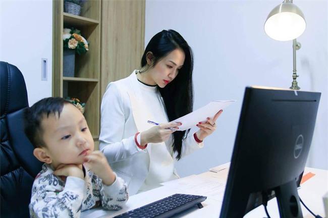 Hương Baby vợ Tuấn Hưng tâm sự về thanh xuân chỉ để dành cho chồng và sinh con, ngày càng xinh đẹp quyến rũ - Ảnh 3.