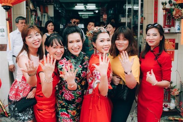 Dàn bê tráp theo phong cách 'bến Thượng Hải' của cô dâu người Việt gốc Hoa gây sốt mạng xã hội - Ảnh 1.