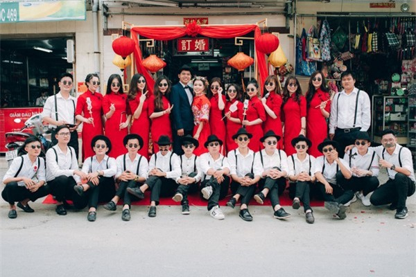Dàn bê tráp theo phong cách 'bến Thượng Hải' của cô dâu người Việt gốc Hoa gây sốt mạng xã hội - Ảnh 2.