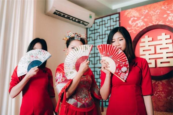 Dàn bê tráp theo phong cách 'bến Thượng Hải' của cô dâu người Việt gốc Hoa gây sốt mạng xã hội - Ảnh 3.