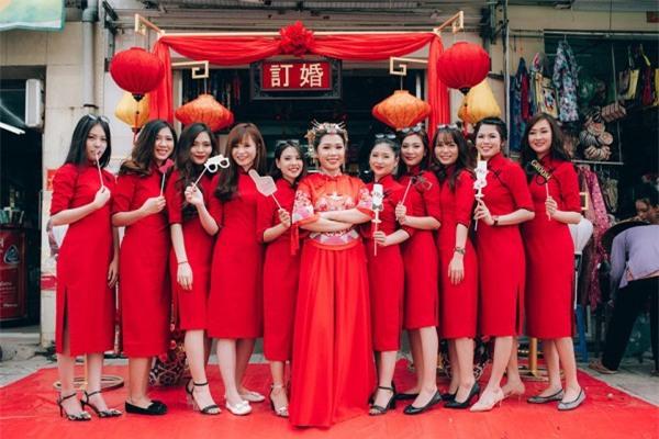 Dàn bê tráp theo phong cách 'bến Thượng Hải' của cô dâu người Việt gốc Hoa gây sốt mạng xã hội - Ảnh 4.