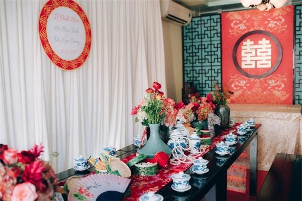 Dàn bê tráp theo phong cách 'bến Thượng Hải' của cô dâu người Việt gốc Hoa gây sốt mạng xã hội - Ảnh 6.