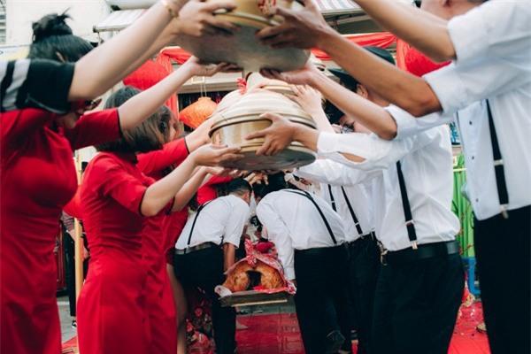 Dàn bê tráp theo phong cách 'bến Thượng Hải' của cô dâu người Việt gốc Hoa gây sốt mạng xã hội - Ảnh 8.