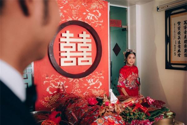 Dàn bê tráp theo phong cách 'bến Thượng Hải' của cô dâu người Việt gốc Hoa gây sốt mạng xã hội - Ảnh 9.