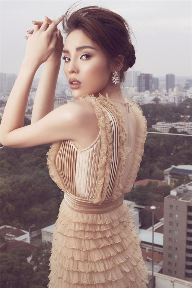 Tung bộ ảnh mới, Kỳ Duyên vô tình tạo nên màn tranh đấu váy áo với cả Tóc Tiên và Hari Won - Ảnh 1.