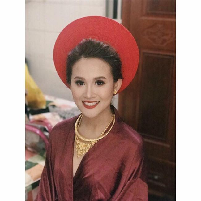 Đám cưới khủng ở Đồng Nai: Cô dâu vàng đeo trĩu cổ, rước dâu bằng xe Bentley và mời cả ca sỹ Cẩm Ly về hát - Ảnh 10.