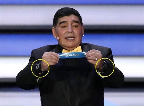 Vì sao Diego Maradona luôn đeo 2 đồng hồ trong các sự kiện lớn?-2