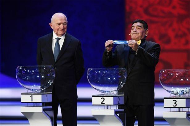 Vì sao Diego Maradona luôn đeo 2 đồng hồ trong các sự kiện lớn?-3