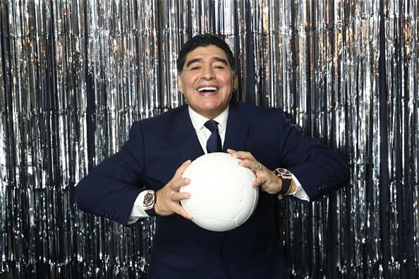 Vì sao Diego Maradona luôn đeo 2 đồng hồ trong các sự kiện lớn?-4