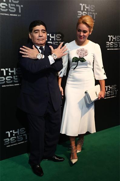 Vì sao Diego Maradona luôn đeo 2 đồng hồ trong các sự kiện lớn?-5