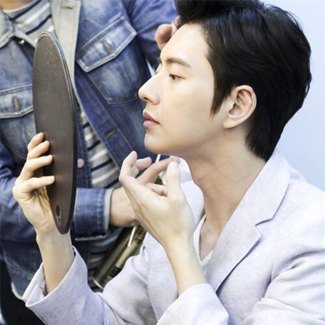 Ngoài Song Joong Ki, chị em còn ghen tỵ trước những làn da căng mịn không tỳ vết của các nam thần xứ Hàn nào nữa - Ảnh 11.