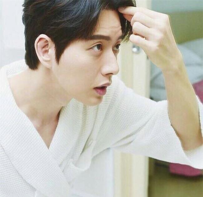 Ngoài Song Joong Ki, chị em còn ghen tỵ trước những làn da căng mịn không tỳ vết của các nam thần xứ Hàn nào nữa - Ảnh 12.