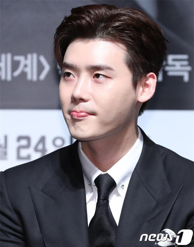 Ngoài Song Joong Ki, chị em còn ghen tỵ trước những làn da căng mịn không tỳ vết của các nam thần xứ Hàn nào nữa - Ảnh 8.
