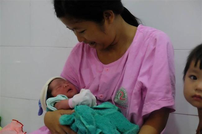 TP.HCM: Chồng đi làm không về, sản phụ đẻ rớt con trong hố nước nhà vệ sinh lúc nửa đêm - Ảnh 5.