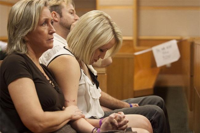 Cho bạn trai ôm lần cuối trước khi chia tay, cô gái xinh xắn đau đớn lãnh 32 nhát dao tưởng như đã bỏ mạng - Ảnh 13.