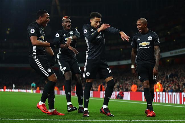 Lingard lap cu dup giup Man Utd nhan chim Arsenal tai Emirates hinh anh 1