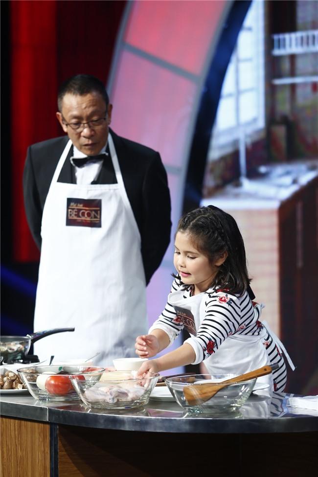 Mặt trời bé con: Cô bé 10 tuổi khởi nghiệp bằng việc bán chè bưởi khiến khán giả ngỡ ngàng - Ảnh 10.