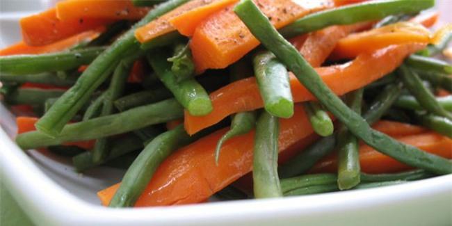 """Củ cà rốt để lâu bị mềm, yểu cũng đừng vội vứt đi, """"hồi sinh"""" bằng cách này đây - Ảnh 1."""