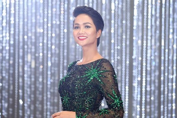 Chết cười khi nghe Phạm Hương khi chê thí sinh hoa hậu giống cô gái hái bưởi-13