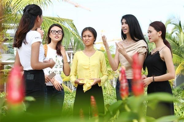 Chết cười khi nghe Phạm Hương khi chê thí sinh hoa hậu giống cô gái hái bưởi-2
