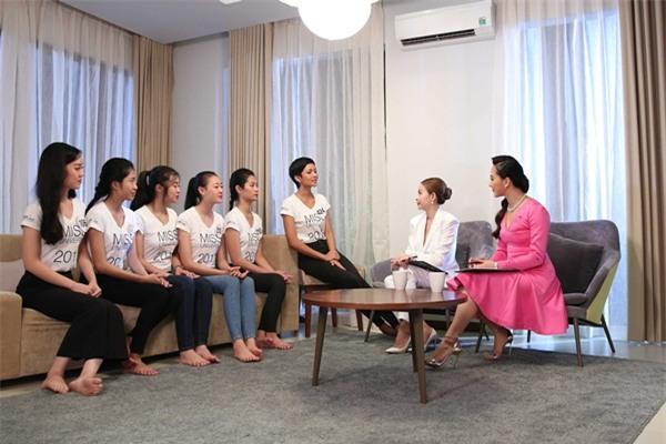 Chết cười khi nghe Phạm Hương khi chê thí sinh hoa hậu giống cô gái hái bưởi-3